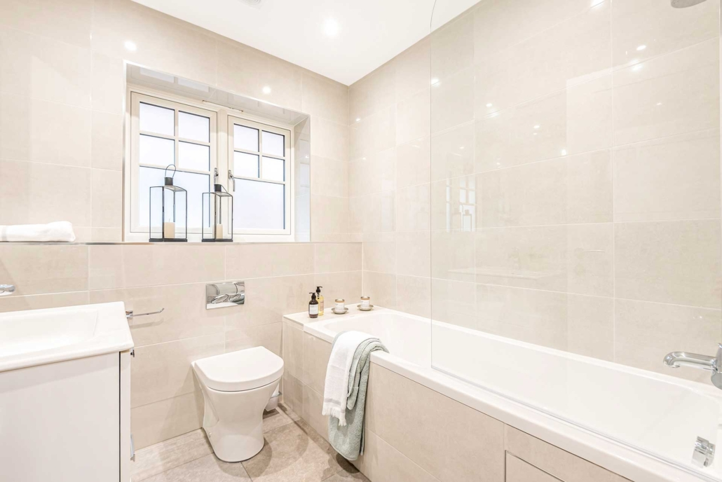 Abbey Court tiled bathroom